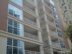 Fachada de edificio com aplicação de moldura externa, moldura sob medida