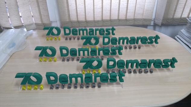 Logo em MDF + acrilico