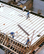 Construção com utilização de isopor para enchimento de laje