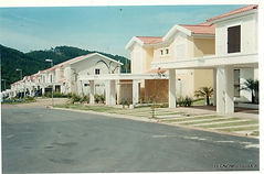 Produção de molduras de isopor revestida, feitas sob medida para casas