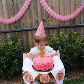 How to pull off the perfect DIY first birthday cake smash photoshoot