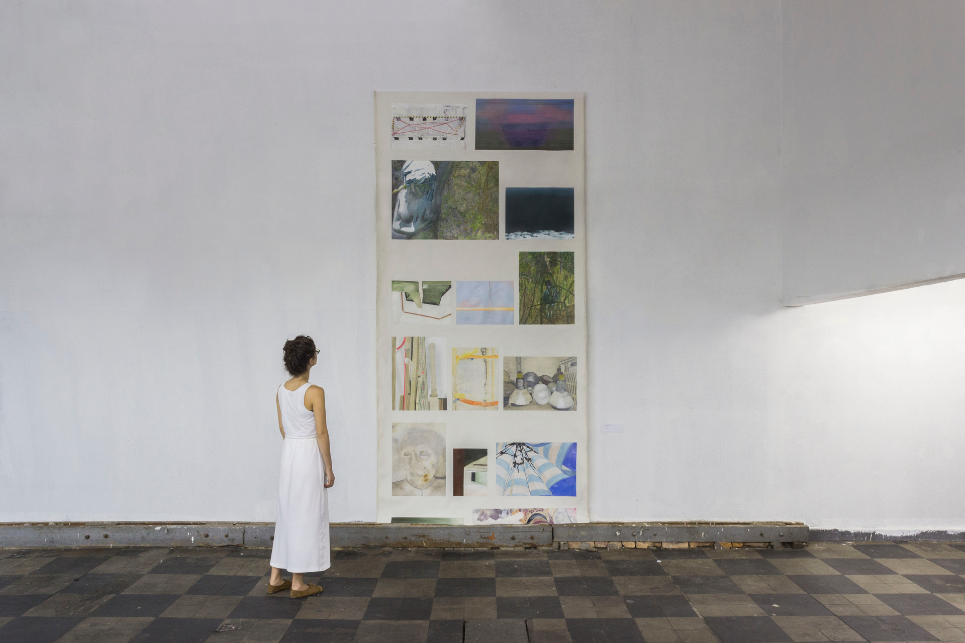 Scroll, 2015 | Oil on canvas, tripods and aluminum bar | 275 x 270 x 162 cm