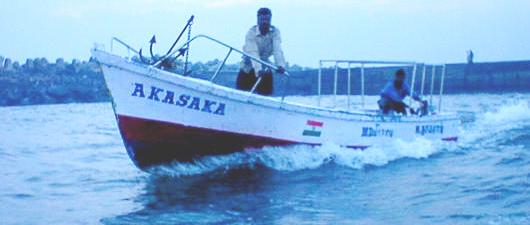 赤坂の漁業船、ベンガル湾を行く