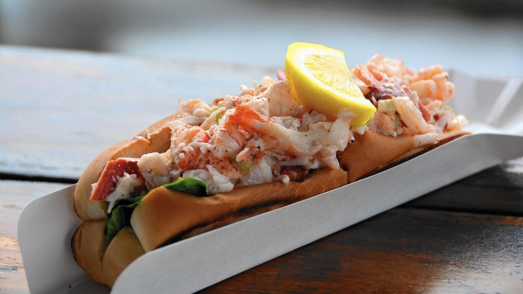hc-pic-scotts-cold-lobster-roll-jpg-20160524