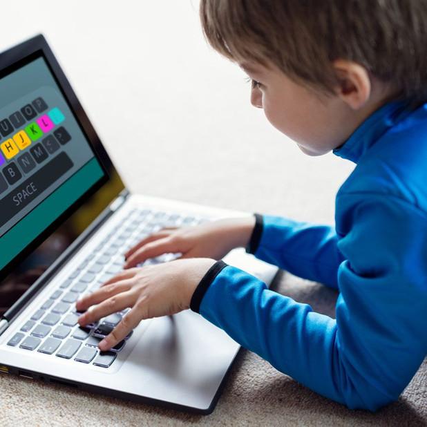 Blind leren typen voor kinderen volgens 2Hands4Kids
