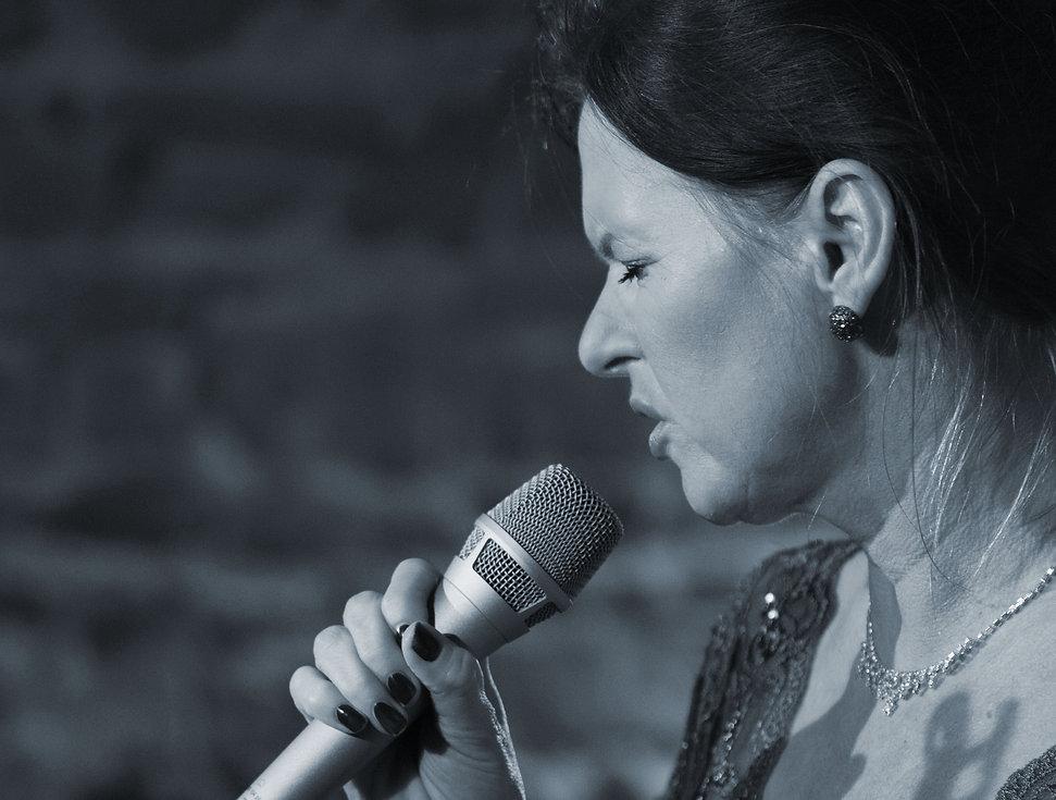 Marijke Jazzkeller Blau leicht.jpg