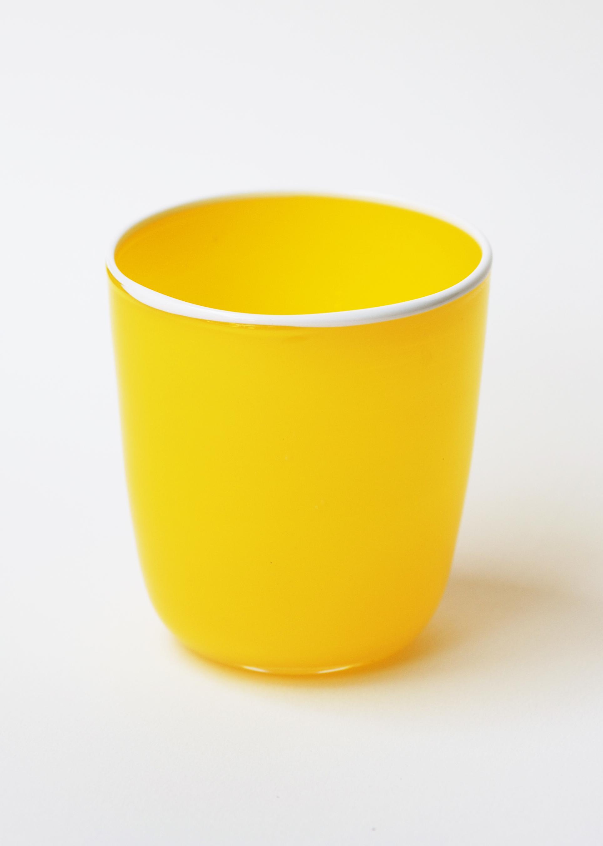 bumba-jaune-Eric-Lindgren-verre