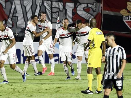São Paulo joga bem e goleia o Santos por 4 a 0 no Morumbi