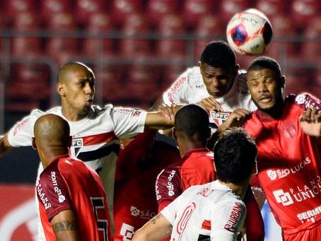 Em jogo polêmico, São Paulo só empata com Botafogo-SP