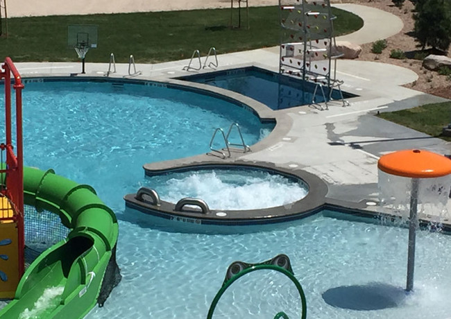 030-community-pool-spa.jpg