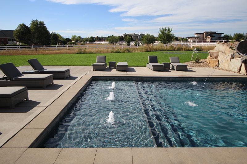 018-pool-shallow-area.jpg