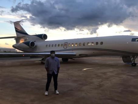 Abel Ferreira embarca rumo ao Brasil em avião particular de Leila