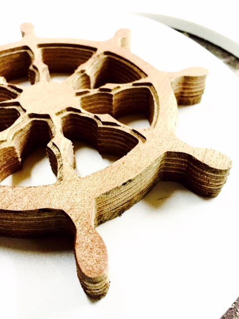 הגה של ספינה מעץ