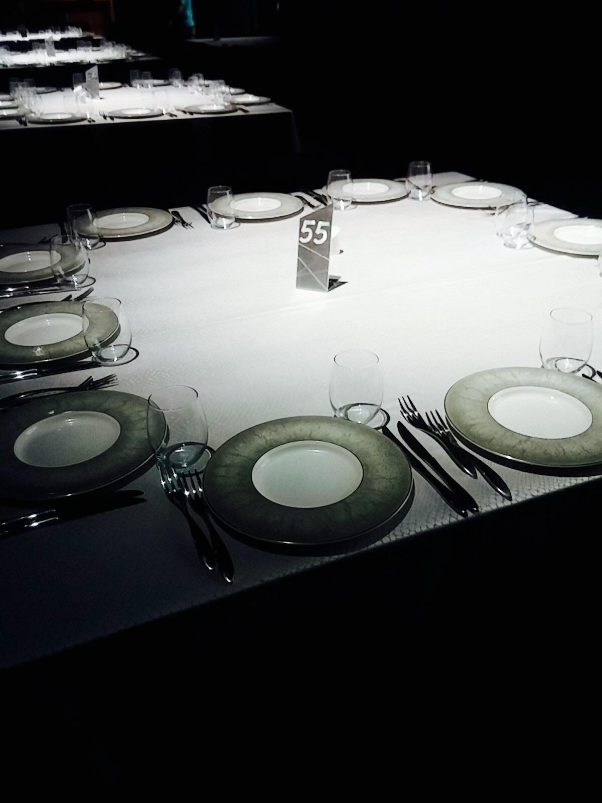 מספרי שולחן לאולמות מאלמינים