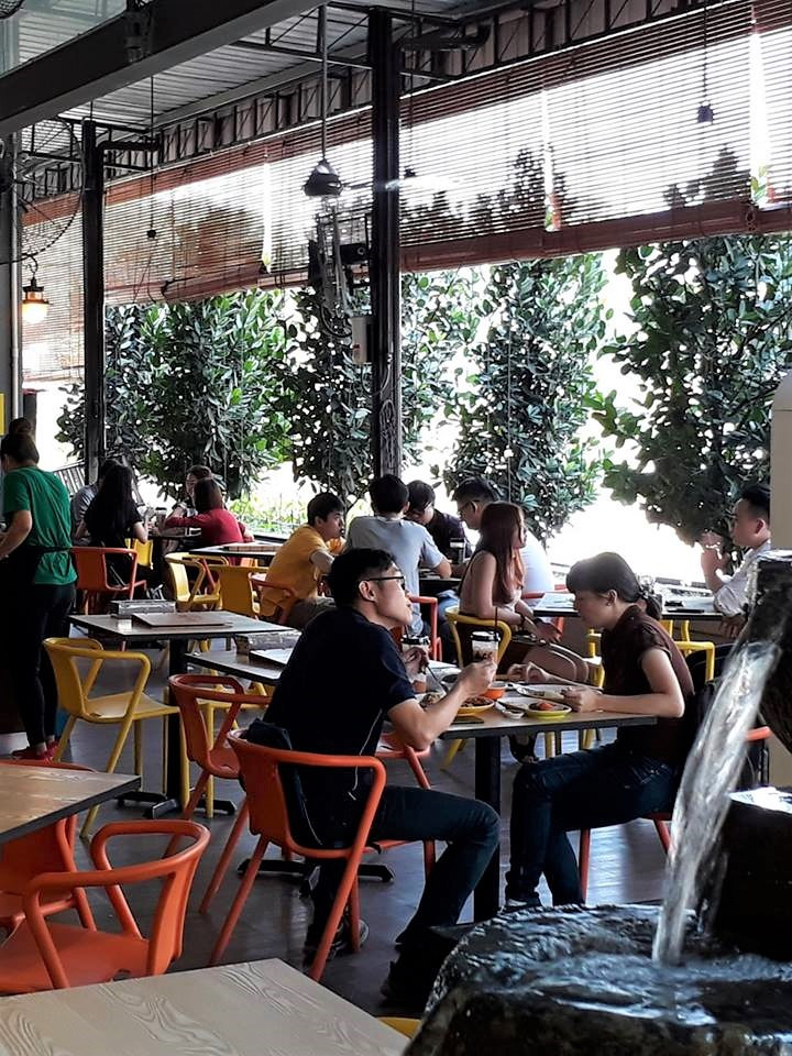 Relaxed, breezy vibe at Streat Thai