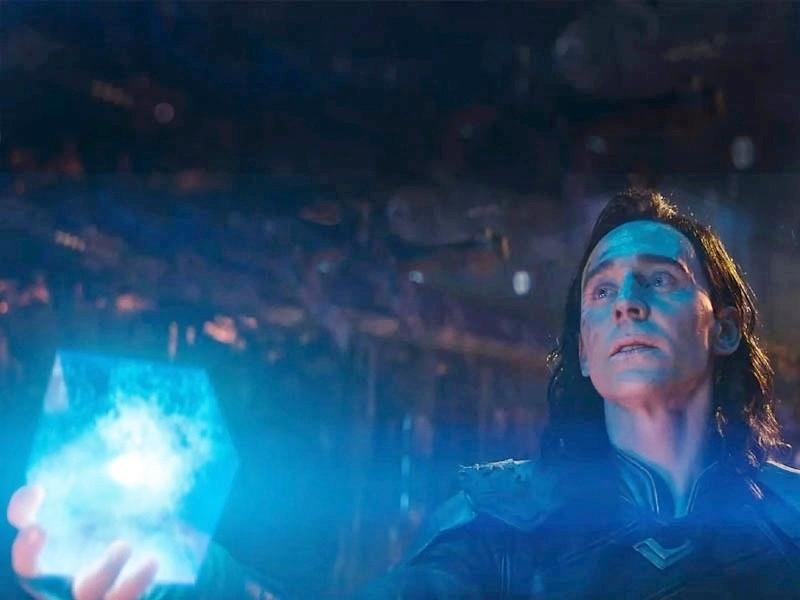 Loki handing the Tesseract to Thanos