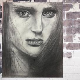 Gerçekçi Hüzünlü Kadın Portresi