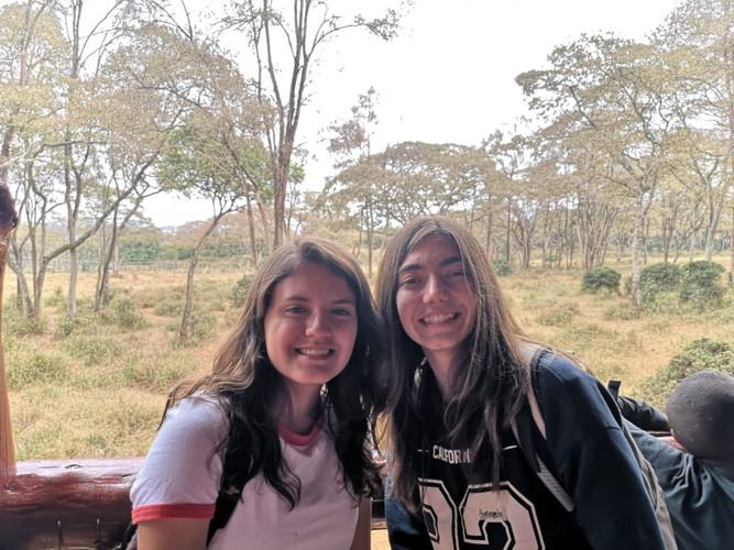 ÁNGELA Y VALENTINA
