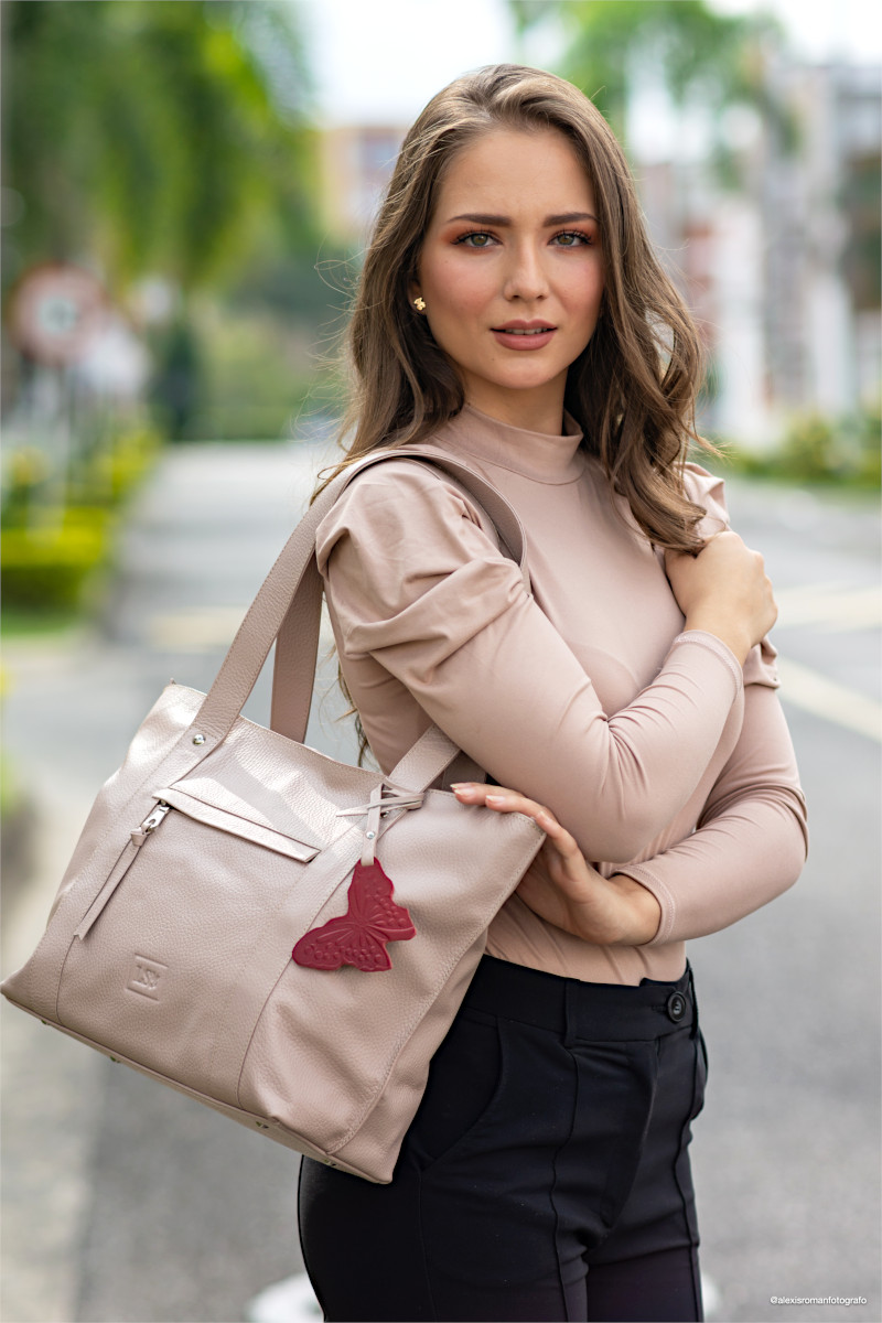 Woman_with_Stella_Rosewood_Leather_Tote_
