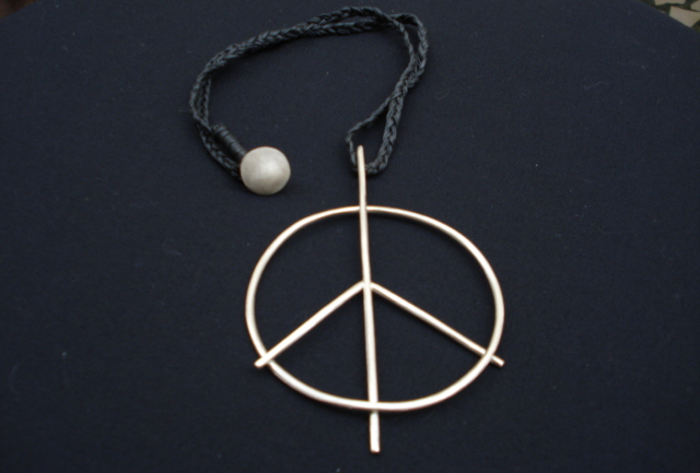 Peace pendant 'for god's sake'