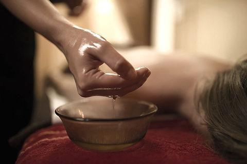 Intuitive Massage in Berlin Ayurveda 800
