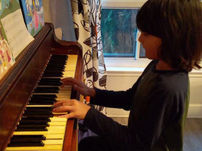 How to Play with Both Hands for Beginner Pianists