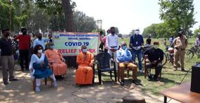 गरीबों को राशन वितरण के साथ प्रदान कर रहे निःशुल्क स्वास्थ्य सेवाएं