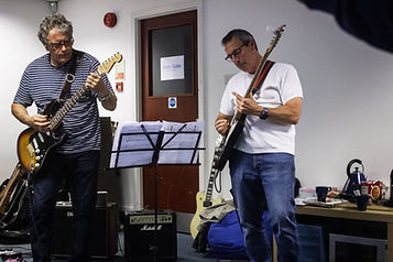 Adult Guitar Club Newbury.jpg