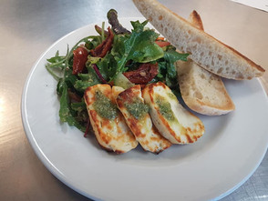 Grilled halloumi salad with sun blushed tomatoes & pesto