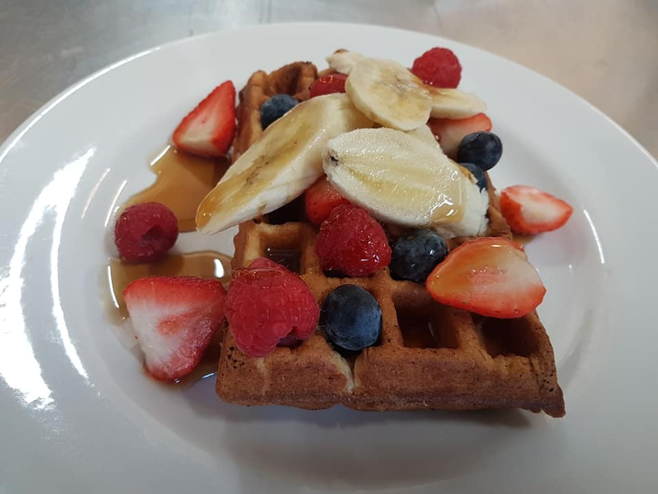Waffles with maple syrup & fresh berries