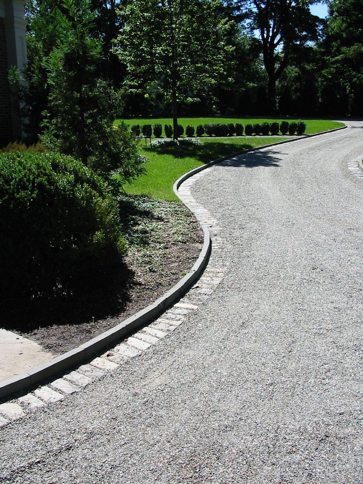 Bluestone Curb with Cobblestone