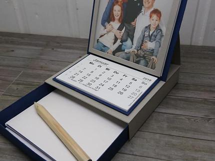 Tischkalender mit Schublade