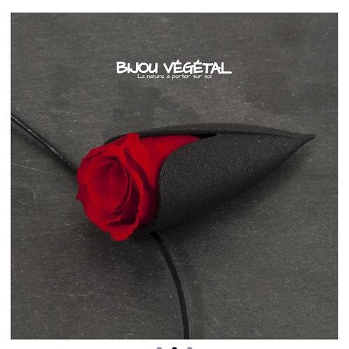 Bijou végétal : Collier tulipe avec rose stabilisée