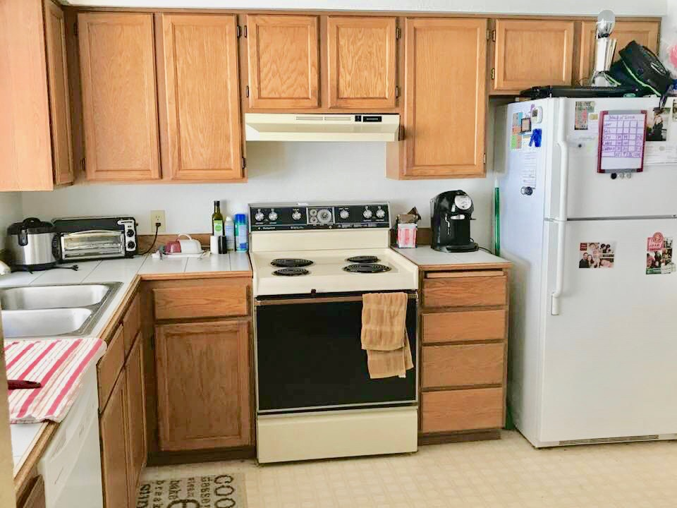 Kitchen w/ eating space