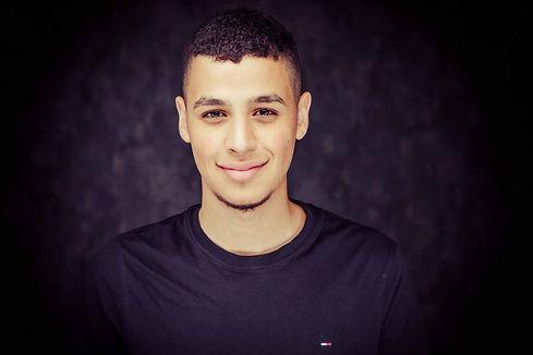 Een stoere portretfoto van Hamza Othman gemaakt tijdens een castingshoot. Een headshot waarbij Hamza goed naar voren komt.  Really nice portrait photo. Head shot made during a casting photoshoot.