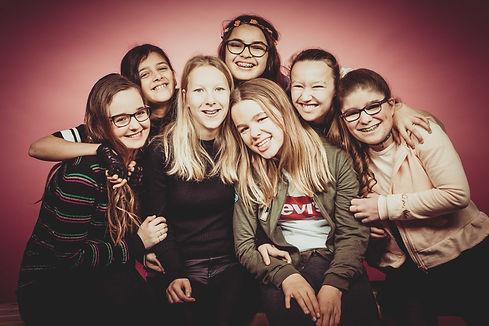 Gezellig met al je vriendinnetjes op de foto! Vier je feestje met een fotoshoot in de fotostudio van Nikki Hoff!