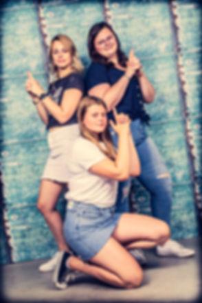 Stoere Charlies Angel's foto gemaakt tijdens een fotoshoot zussen. Wil jij ook een toffe portretfoto met jouw zus laten maken? In deze fotostudio is dat mogelijk! Cool Charlie's Angel's photo of 3 sisters made during a professional photoshoot.