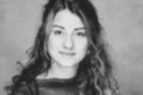 Bij deze portretfoto is er gebruik gemaakt van een reflectiescherm waardoor de ogen ontzettend mooi worden opgelicht.  Professional black and white portrait of a pretty young girl.