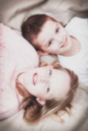 Broer en zussen fotoshoot. Kinderfotografie.  Brother and sister photoshoot. Kids photography.