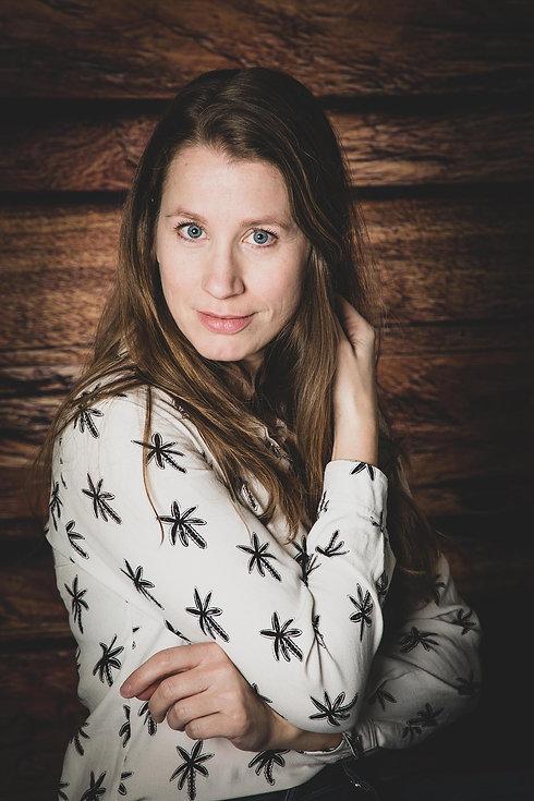 Wil jij ook professionele castingfotografie boeken? Bekende portret fotograaf Nikki Hoff helpt jou graag bij het maken van een moderne portretfoto die jij voor jouw portfolio kunt gebruiken.
