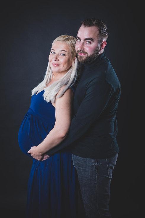 Voor een zwangerschaps fotoshoot met partner is de fotostudio Studio86 echt een aanrader. Deze fotostudio is modern en beschikt over meerdere settings waar jij en jouw partner uit kunnen kiezen. Studio86 biedt de beste zwangerschapsfotografie in de regio aan.