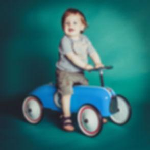 Kinderfotoshoot in Alphen aan den Rijn. Vrolijke, kleurrijke kinderfotografie.  Kids shoot in South Holland. Happy, colourful kids photography.