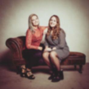 Deze vriendinnen hebben samen een fotoshoot gedaan omdat ze elkaar al 20 jaar kennen! Dat moet natuurlijk wel even vastgelegd worden!  Wanna book a photoshoot with your best friends? Book now at the best photostudio in Holland.