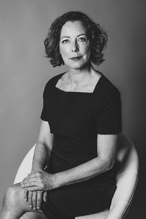 Deze serieuze portretfoto van actrice Lot Bobbink is gemaakt door de beste castingfotograaf van Nederland. Door de diversiteit aan settings en lichttechnieken in de fotostudio krijg jij direct een uitgebreid casting portfolio.