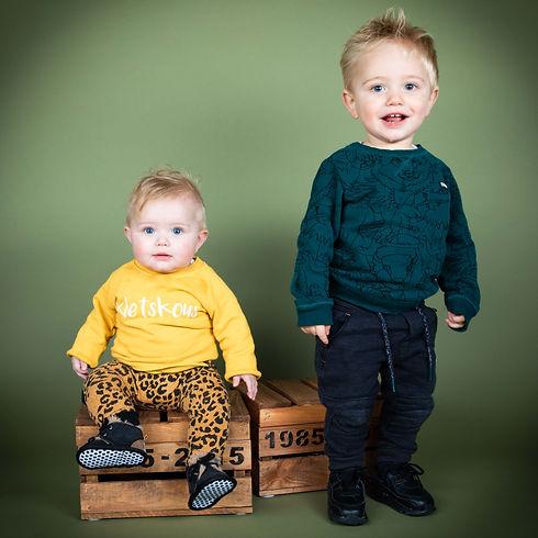 Creatieve portretfotografie is alleen bij Studio86. De leukste studio van Zuid Holland!  Professional photo of a brother and sister. Made during a kids photoshoot.