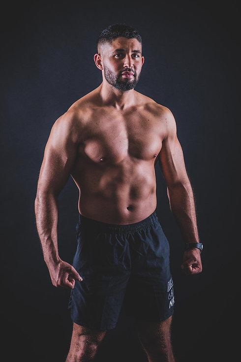 Deze gespierde man heeft een bodybuilding shoot geboekt bij de beste fotografe van Nederland. De spieren van deze man worden extra geaccentueerd door het licht inval. Voor de beste body building fotoshoot ga je naar www.studio86.nl