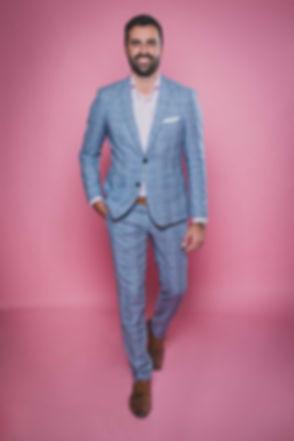 Door deze roze achtergrond zal jij zeker opvallen op jouw instagram! Wil jij een kleurrijke instagram fotoshoot boeken? Ga dan naar deze bekende fotostudio in Zuid Holland. Bjorn Remmerswaal heeft hier een instagram / castingfotoshoot gedaan voor het beste resultaat! With this pink background you will definitely be noticed on instagram.