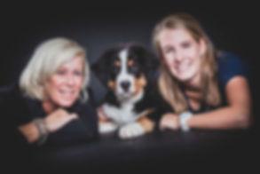 Deze hond was helemaal blij dat hij op de foto mocht met zijn baas. Wil jij ook een professionele foto van jouw hond laten maken? Professional photoshoot of dog and hes bosses.