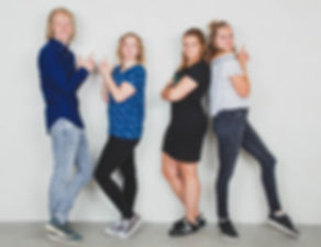 Charlies Angels foto gemaakt in de fotostudio van fotografe Nikki Hoff.  Fun charlie's angels photograph. Creative photography.