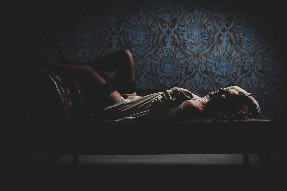 Wil jij een foto in lingerie laten maken tijdens een erotische fotoshoot? Dat is helemaal prima! Naakt is okay, ietsje verder dus nee.  Sexy woman. Photograph made during a sensual photoshoot.